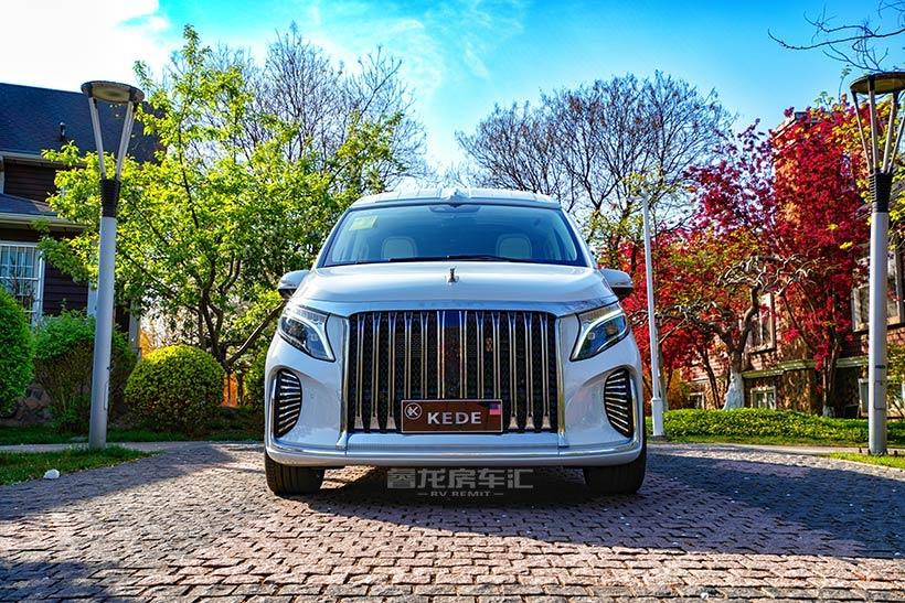 布达拉宫的宫堡式设计风格 2021款克蒂雪堆白豪华商务车